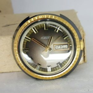 Raketa golden shockproof watch with calendar day+date